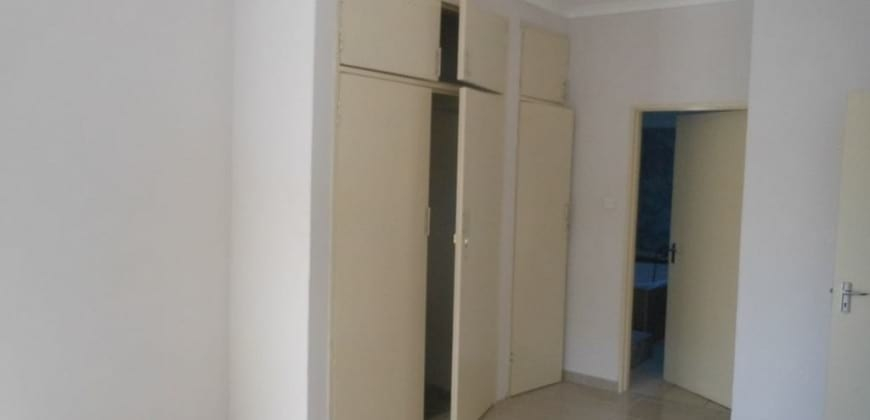 Bedroom/fitted wall wardrobes