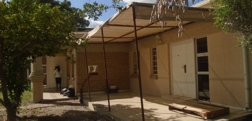 Main house/varendah