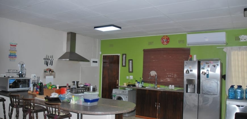 Fitted kitchen/open plan kitchen