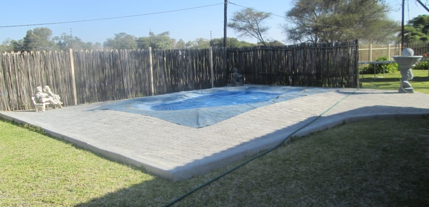 Swimming pool/entertainment area
