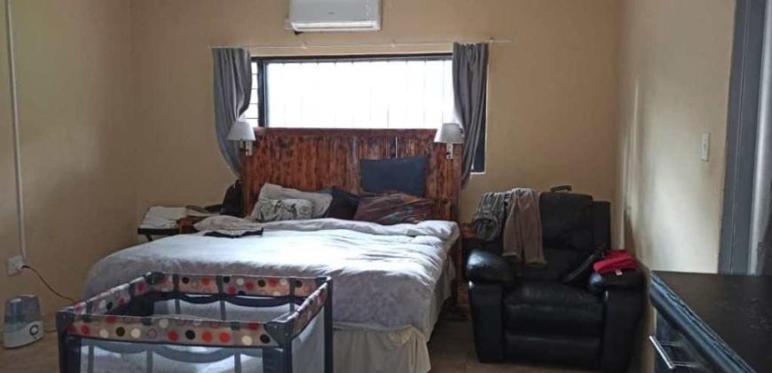 Master bedroom /ensuite/AC unit